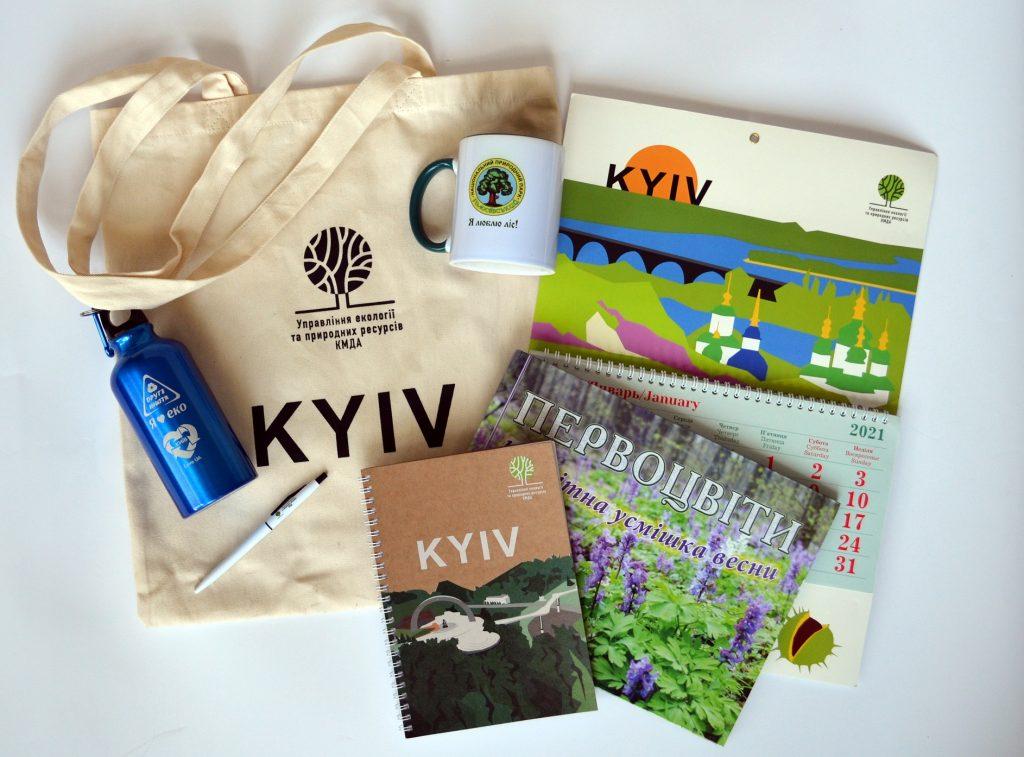 Сувеніри від партнерів для переможців  спецномінацій для фотографій із Києва